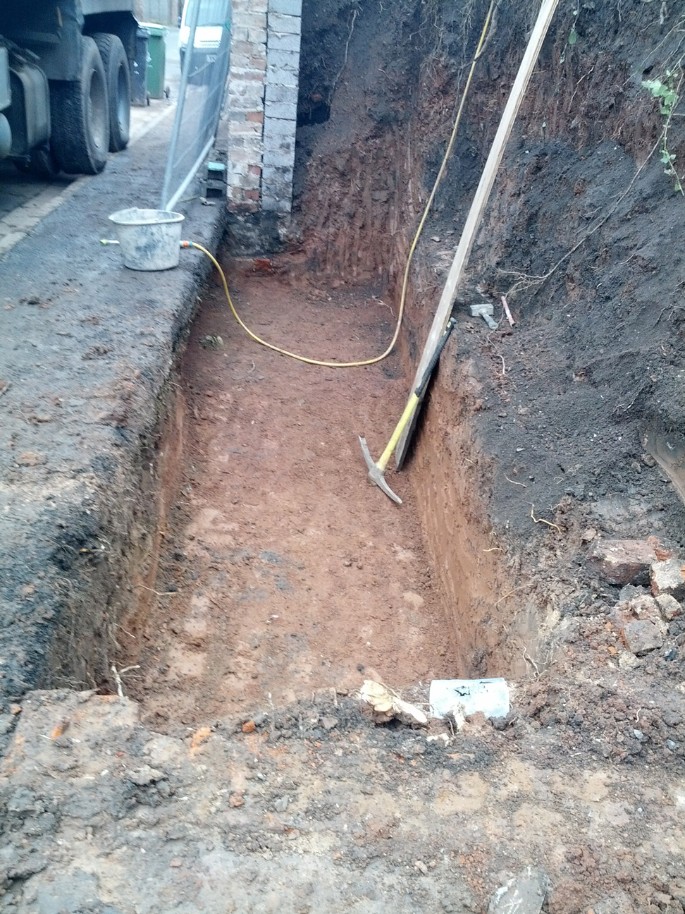 retaining-wall-house-in-worcester-1